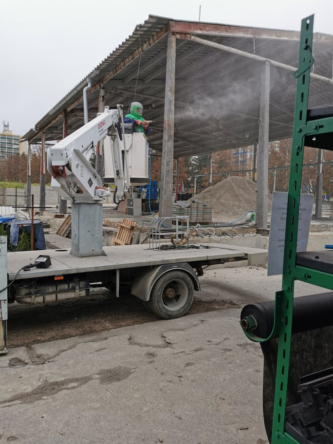 mobilné pieskovanie železnej konštrukcie